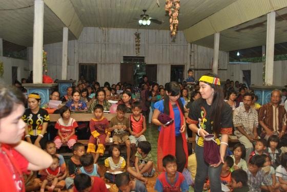 Suasana KKR Puncak Mission Trip Tumbang Habaun