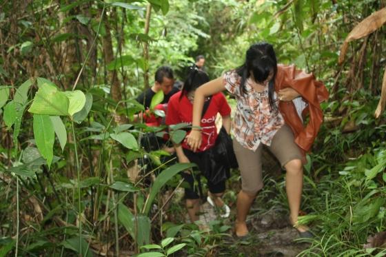 Perjalanan mendaki Bukit Batu Suli atau disebut juga upun batu